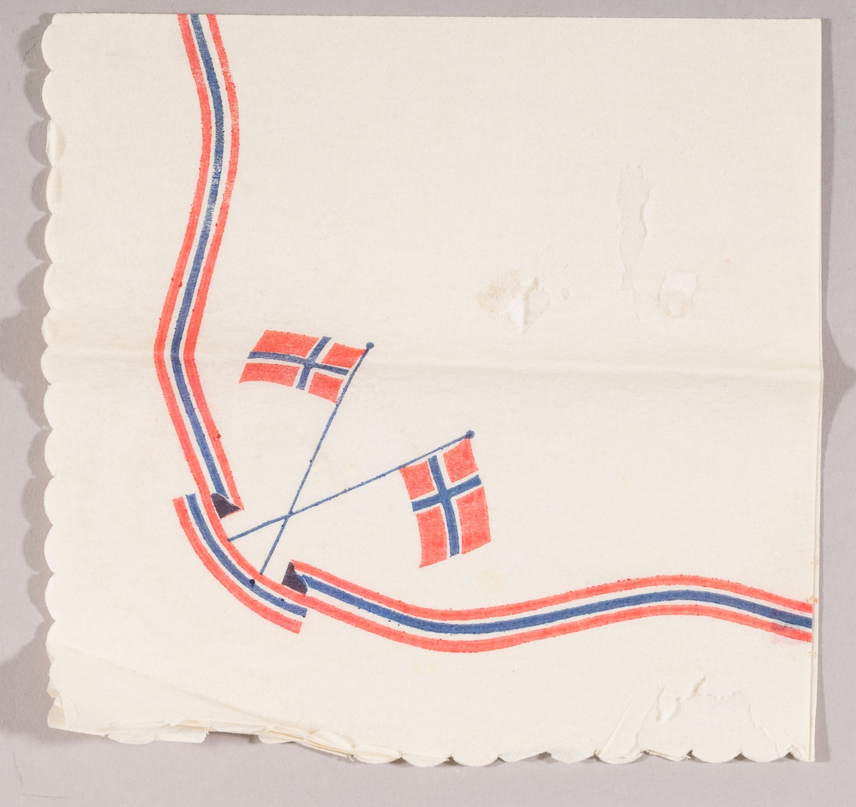 Svungen bånd i rødt og blått. To norske flagg i kryss.