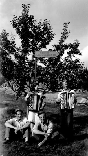 Finnskogasyskonen musikkapellet från Galåsen omkr. 1950. Knut, Oskar, Hans och Willi Olsson.
