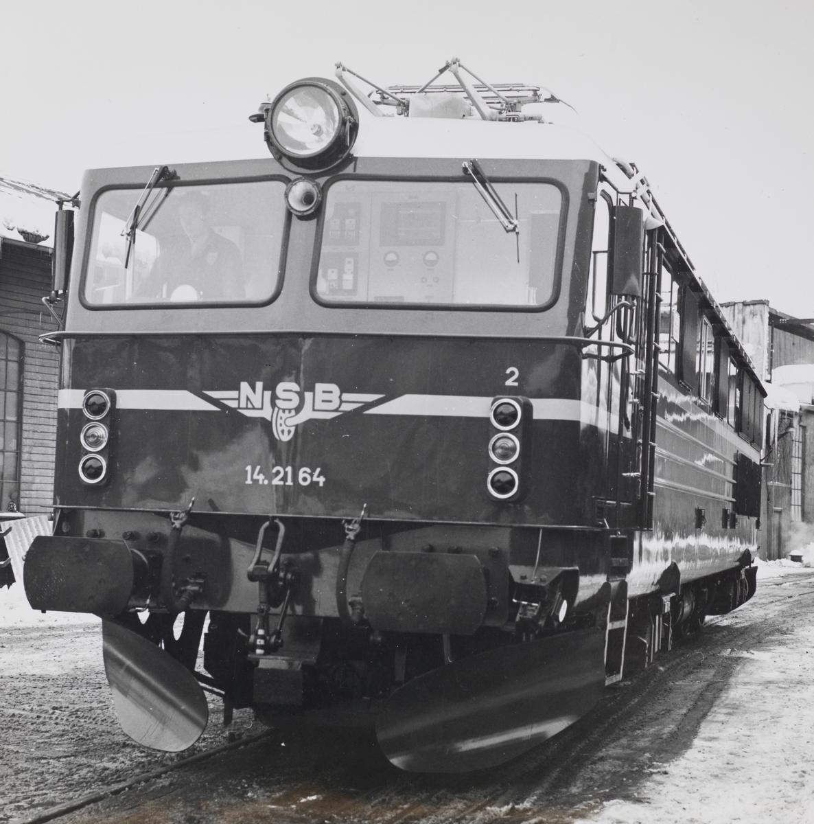 Elektrisk lokomotiv type El 14 nr. 2164 ved leveranse fra Thunes Mekaniske Verksted i Oslo. Dette var første lokomotiv av denne typen.