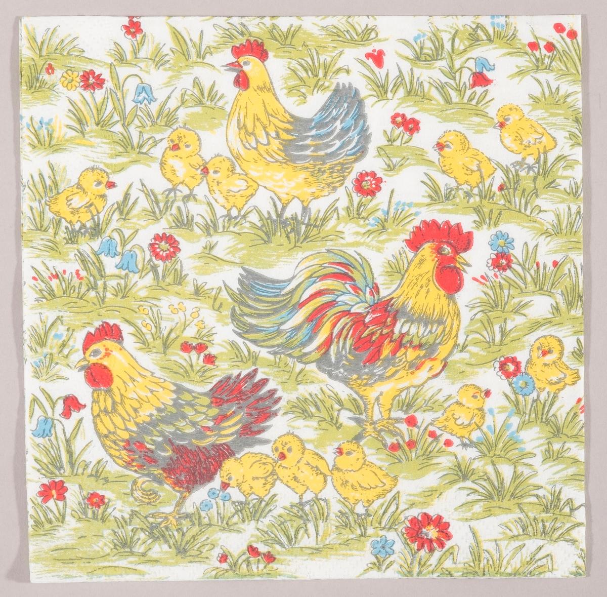 En hane, to høner og mange kyllinger i en eng med røde og blå blomster.