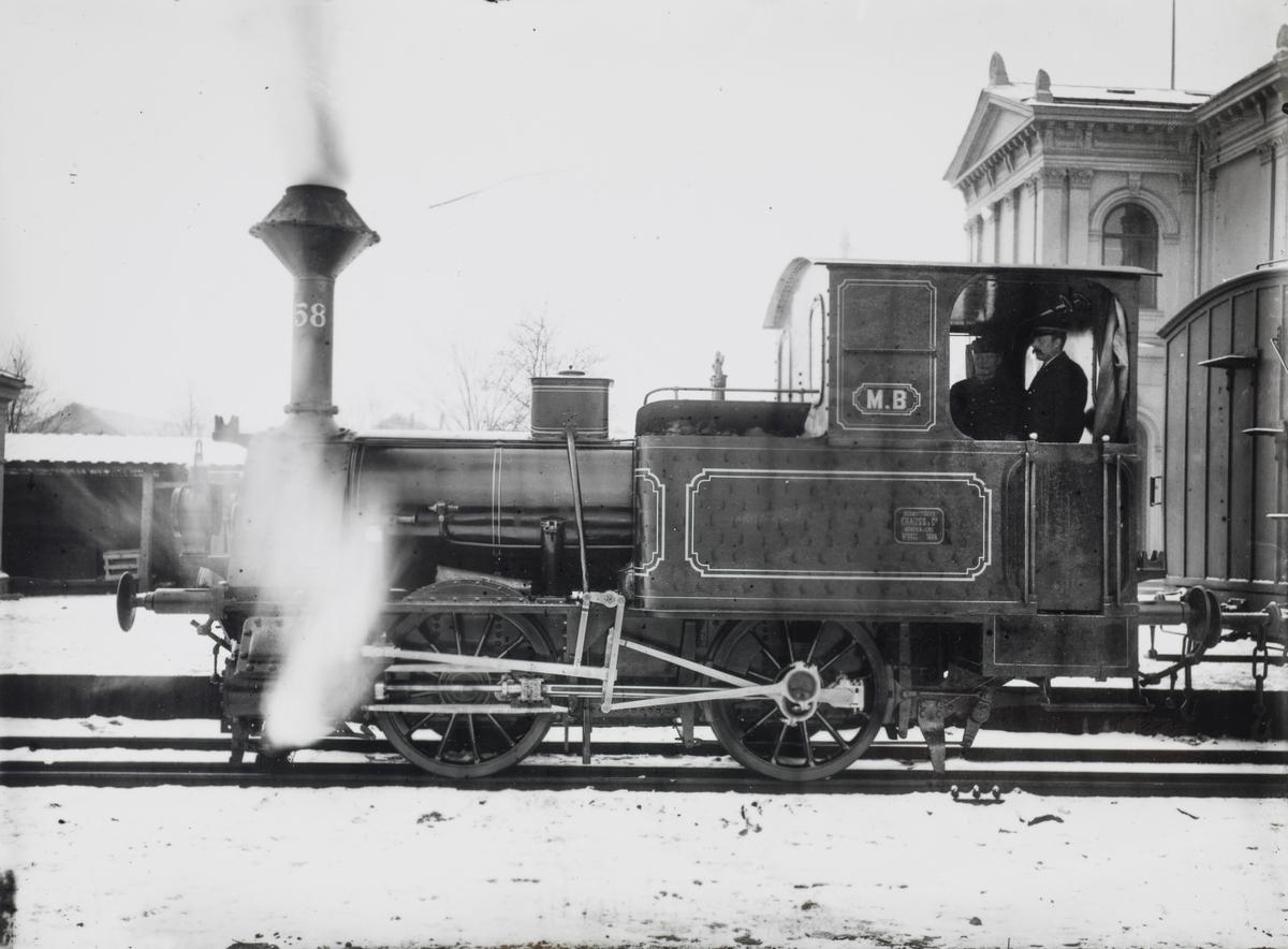Damplokomotiv type 8. Lokomotivet ble levert til Meråkerbanen i 1884.