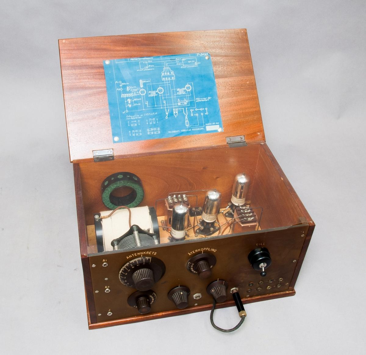 Radioapparat, Reinartz mottagare. Med hörtelefoner av Telegrafverkets tillverkning.
