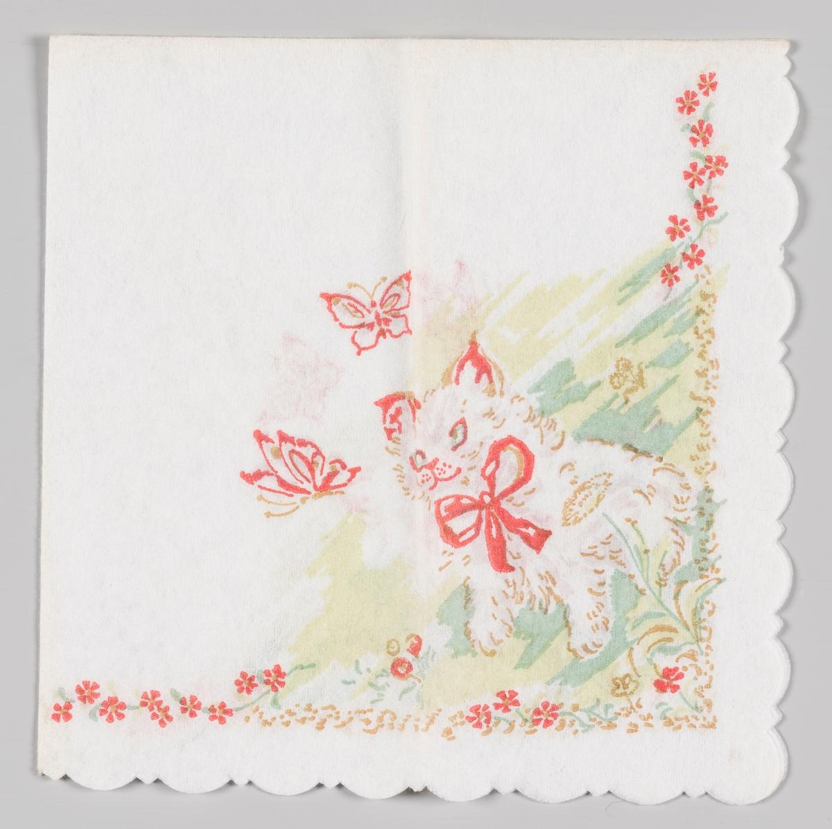 en katt med rød sløyfe ser på to sommerfugler. langs kanten røde blomster.