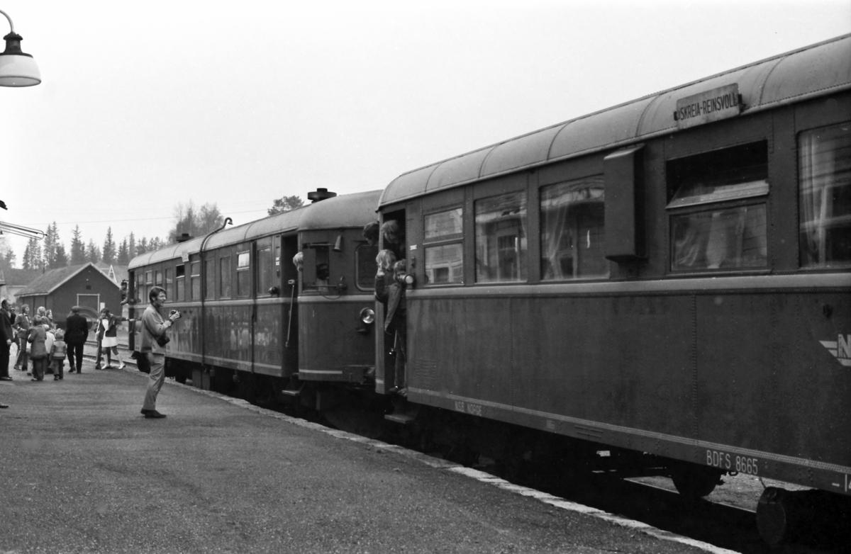 Ekstratog for Norsk Jernbaneklubb på Bøverbru stasjon. Toget besto av dieselmotorvogn BM 86F 09 og styrevogn BDFS 86 65.