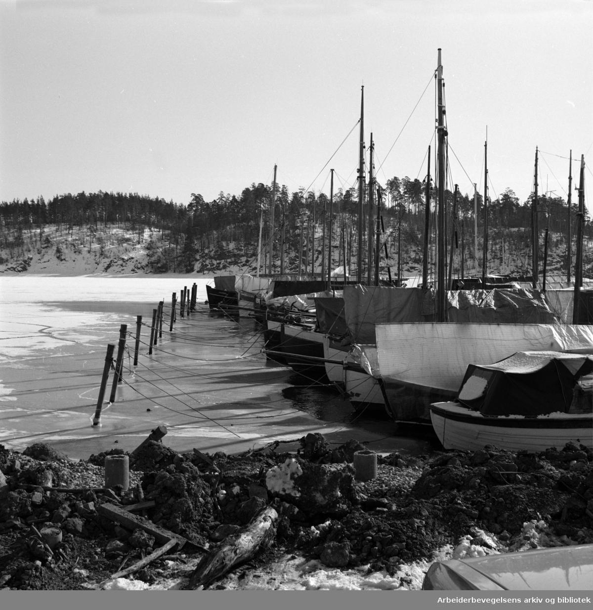 Bestum. Bestumkilen båthavn. Mars 1979