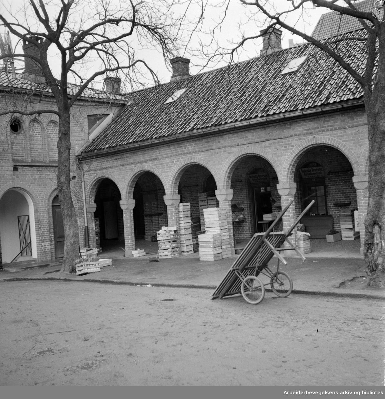 Basarhallene. Dronningensgt. 27. November 1957