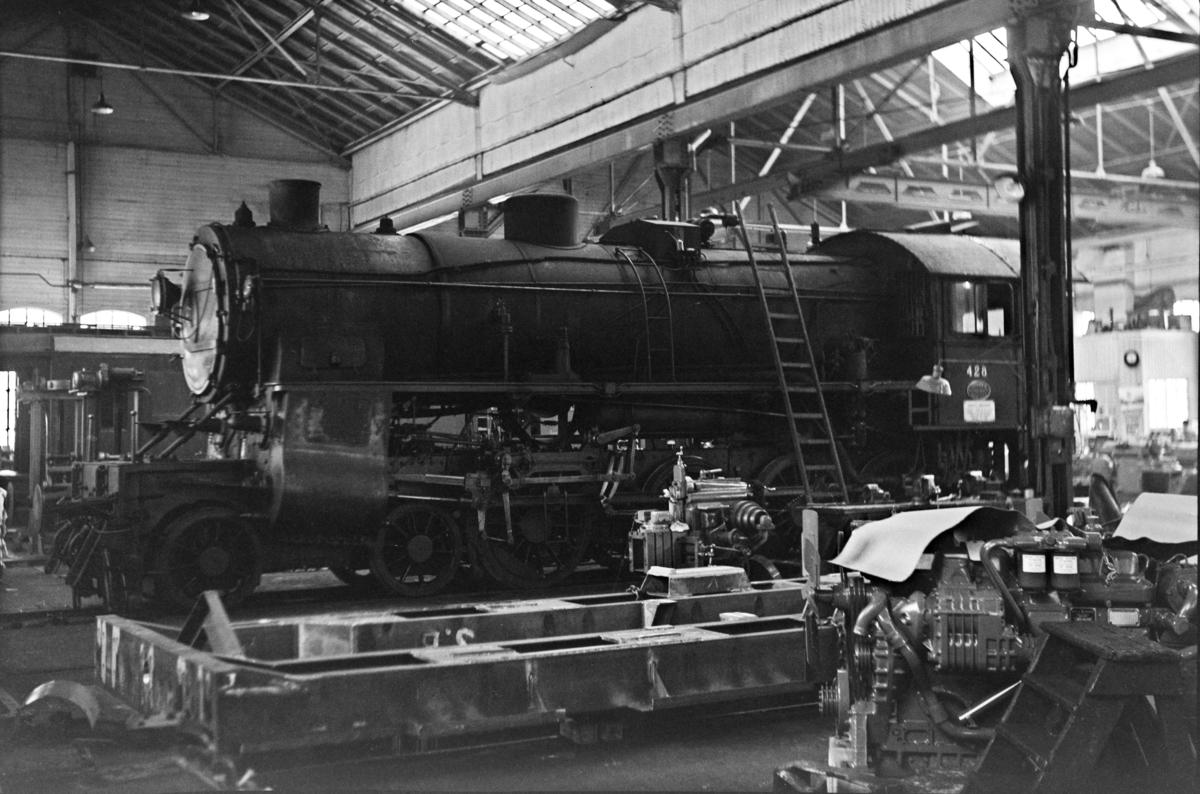 Damplokomotiv type 31b nr. 428 på Kronstad verksted ved Bergen.