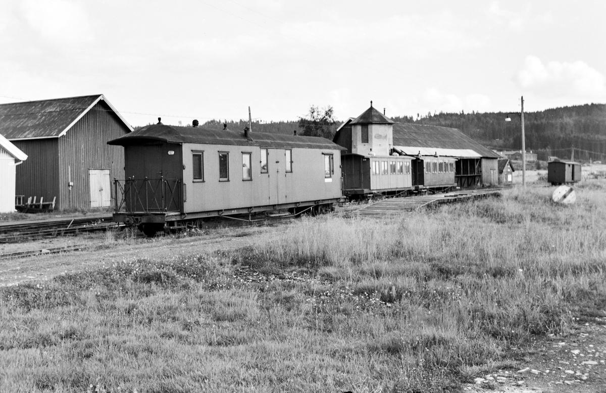 Hensatte vogner på Bjørkelangen stasjon etter Aurskog-Hølandsbanens nedleggelse.