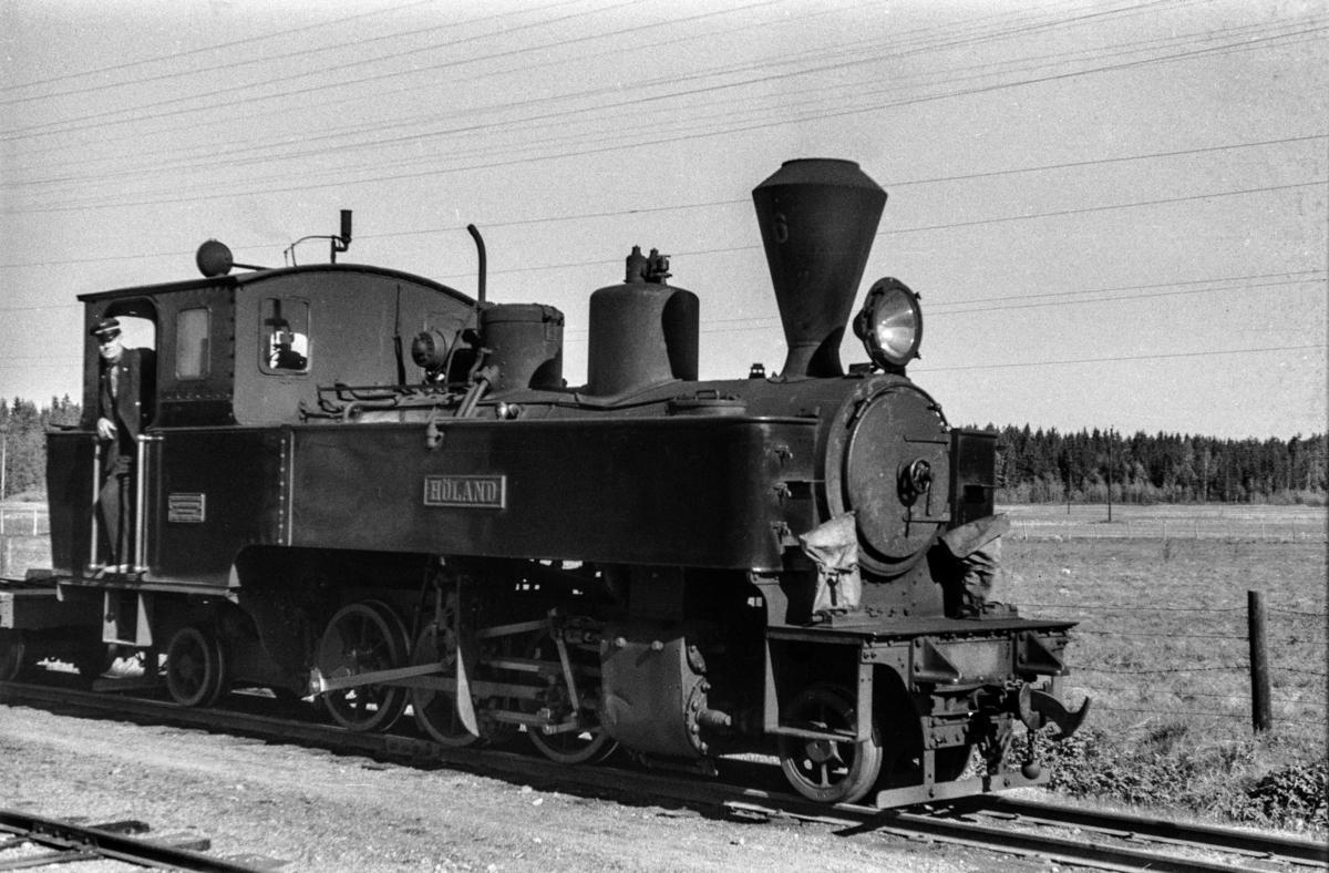 Blandet tog fra Sørumsand til Skulerud, tog 2051, på Killingmo stasjon. Toget trekkes av damplokomotiv nr. 6 HØLAND.