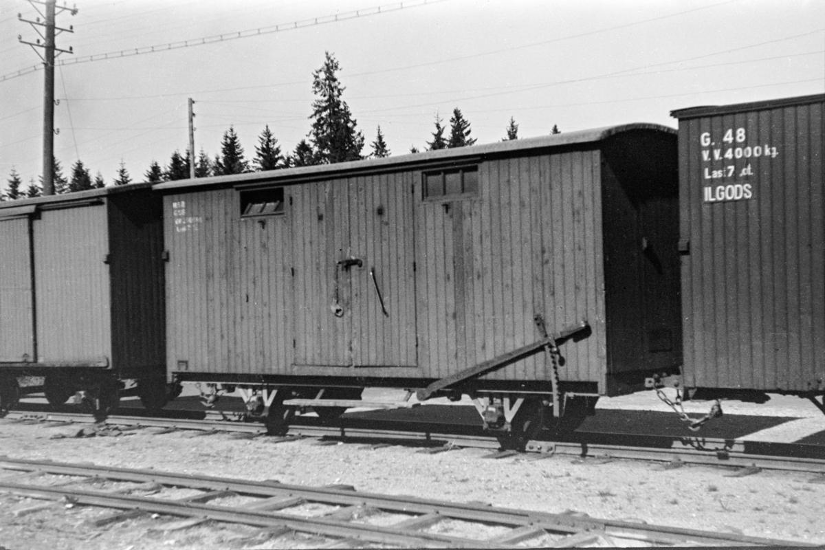 Aurskog-Hølandbanens godsvogn G 56 på Mork stasjon. Vognen ble opprinnelig levert til Nesttun-Osbanen.