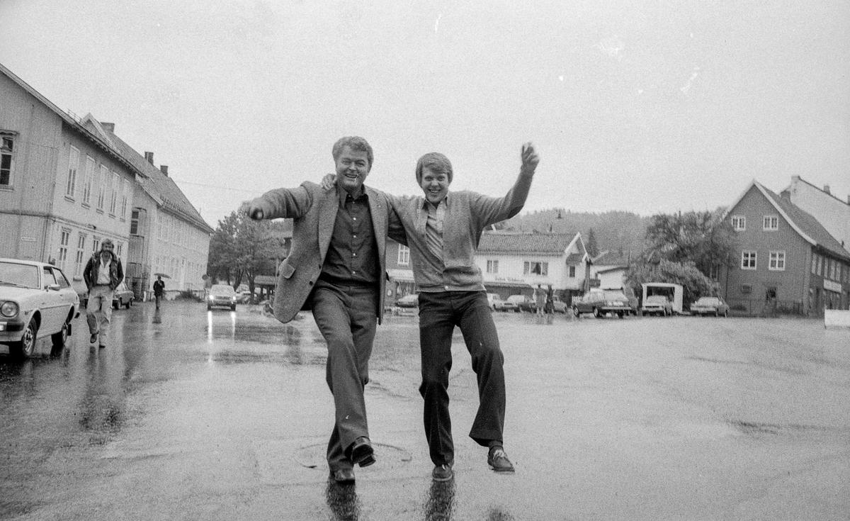 Drøbak-dagene 1980 starter. Olav Sandsmark (tv.) og Øivind Pettersen. Fotograf: ØB Gjærum