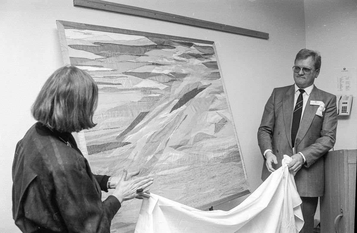 Ivendo Ressurs-og Kompetansesenter åpnet i Ski Næringspark. Fra venstre: Kristen G. Bjerke (Arkiforum), Dir. Børge Nilsen i Ivendo og Per Erik Jevne (Ikovation A/S) skåler i champagne.