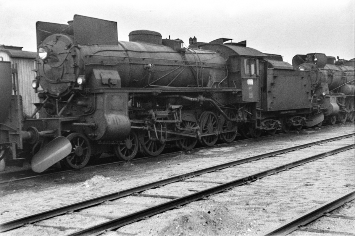 Hensatte damplokomotiver i Lodalen i Oslo, nærmest type 31b nr. 448.