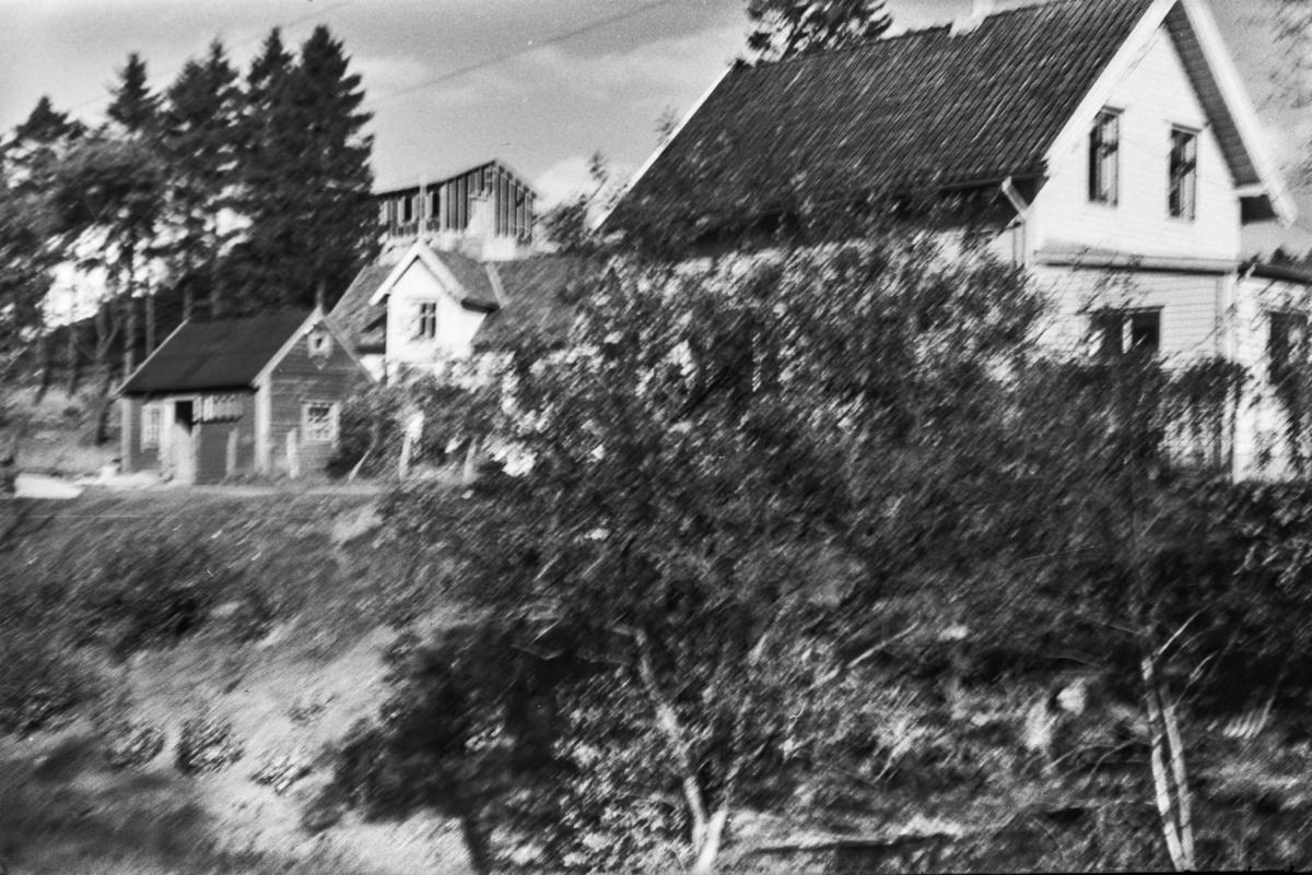Langs nedlagde Nesttun-Osbanen. Rådal stasjon med godshuset.