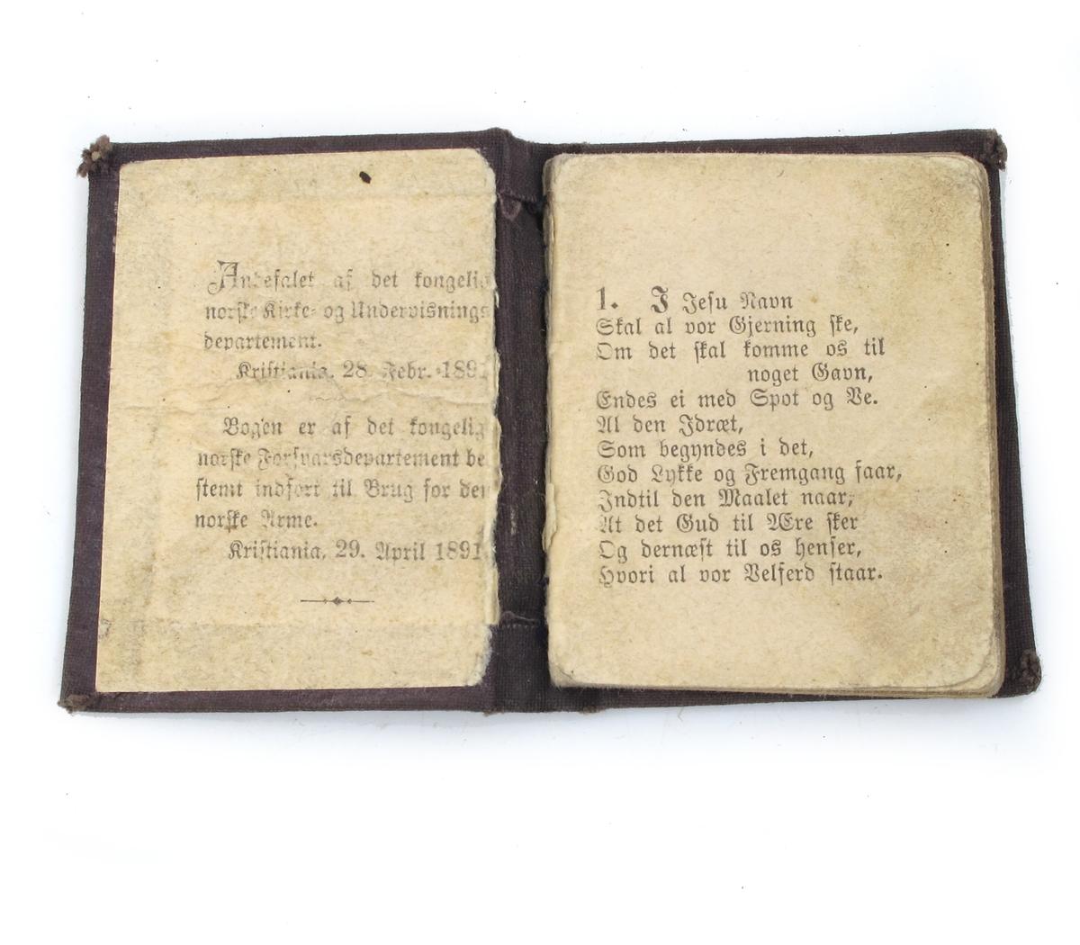 Liten bønnebok for soldater. Mørkebrun shirting. Mangler titelblad. 58 sider.