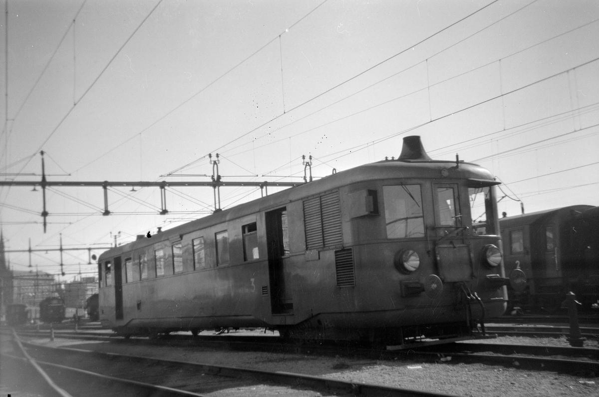 Dieselelektrisk motorvagn. Stockholm - Nynäs Järnväg, SNJ X01 5. Ursprungligen Varberg - Borås - Herrljunga Järnväg, VBHJ 4.