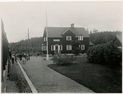 Håll- och lastplats anlagd 1898. Bispår till Vimo ångsågs br