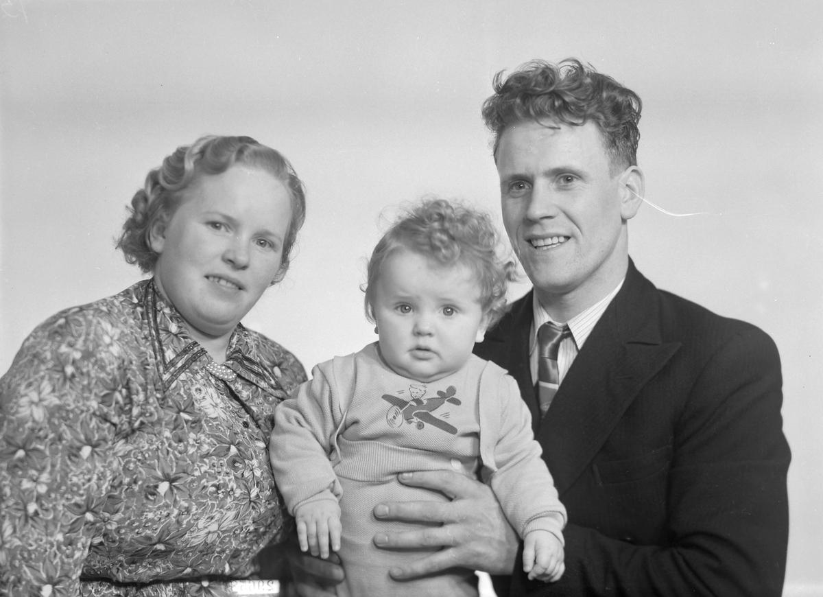 Oskar Jensen med kone og sønnen Ståle