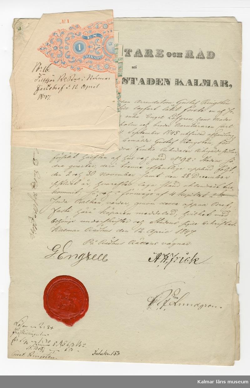 KLM 46339:32. Arkivhandling, köpebrev. Handskriven text på en av fyra sidor på gulnat papper, rött sigill, samt tre mindre papper, fastsatta på första sidan med handskrivna noteringar.