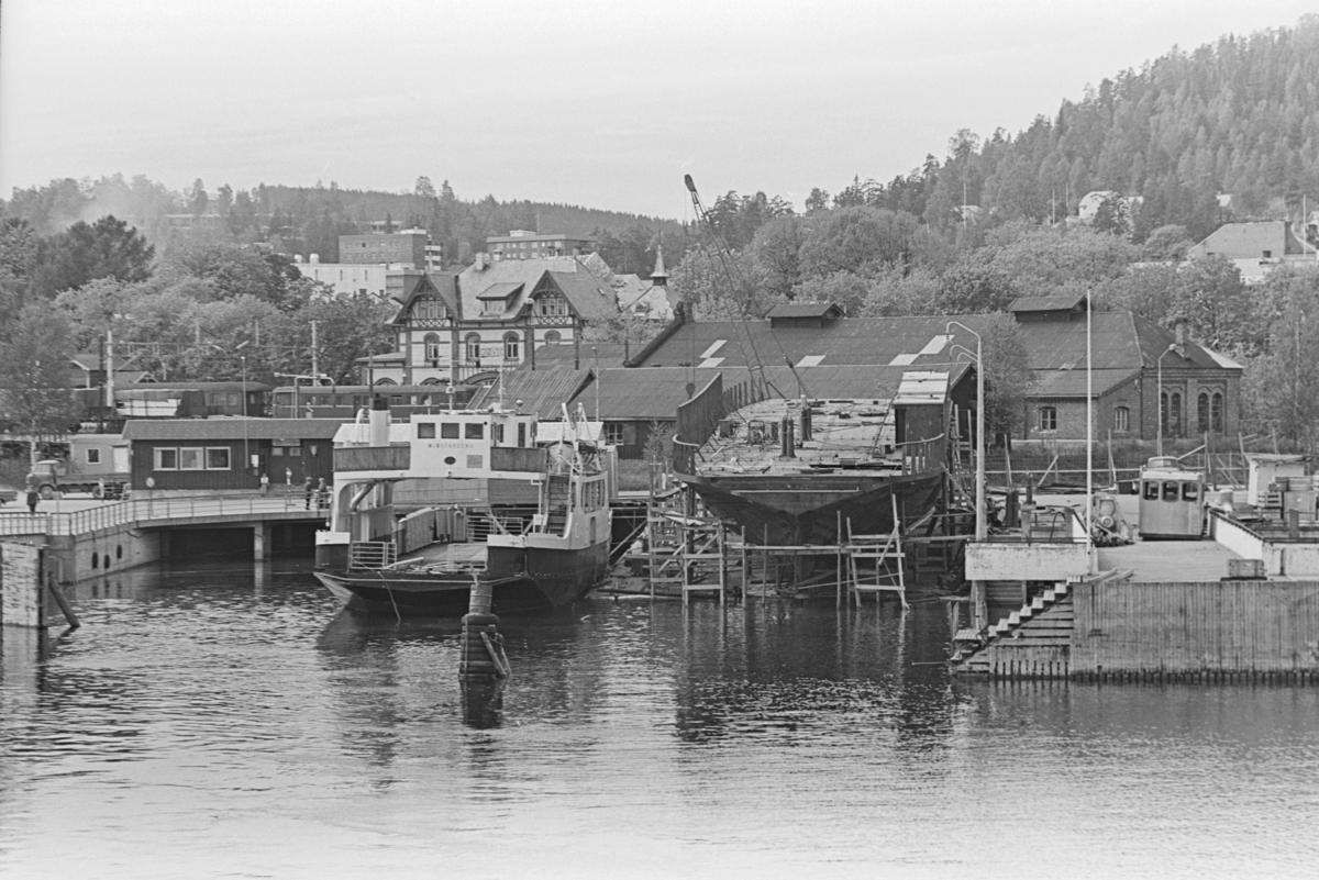 Gjøvik brygge, Mjøsfærgen II, ferje, mjøsbåt, Mjøsfærgen IV på beddingen.