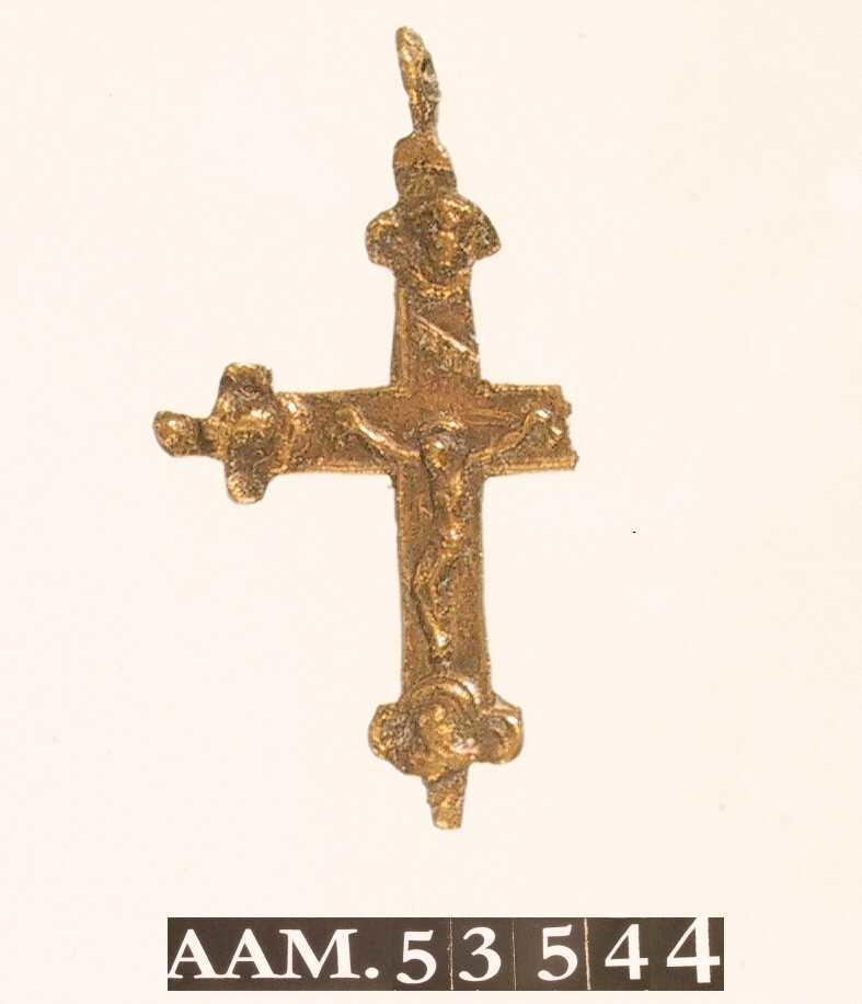 Den korsfestede Kristus i relieff/ Trepass/ Madonna med barnet/ to