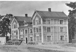 Officerspaviljongen. Uppförd 1863, ombyggd 1890. Ursprunglig