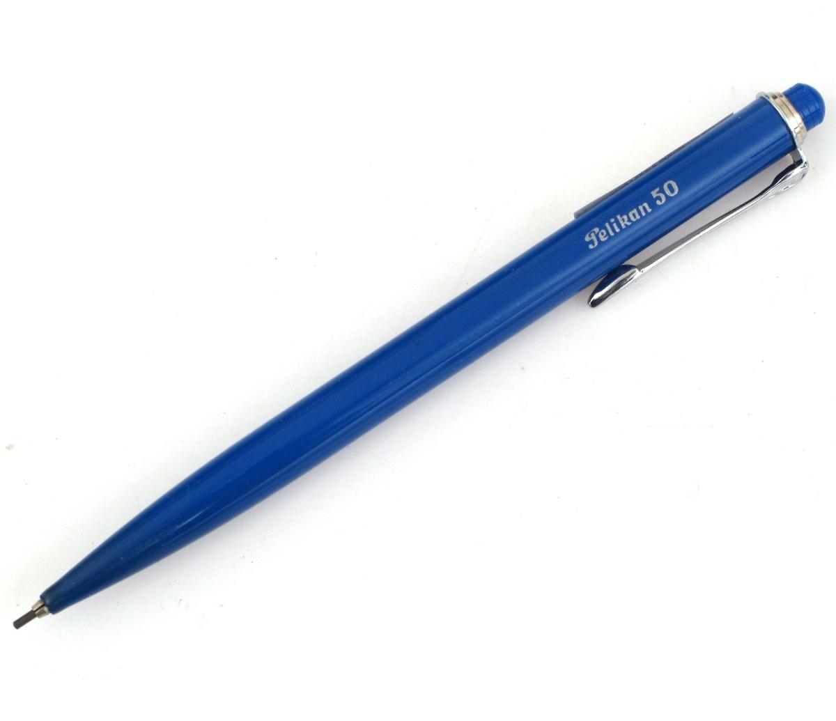Minepenn, Pelikan 50, penn med blymine som kan mates etterhvert som den brukes. Produsert for Telegrafverket.  Pennen ligger i originalemballasje med bruksanvisning. Bruksanvisningen forteller om minens framskyving m.m. a. Minepenn b. Eske c. Bruksanvisning