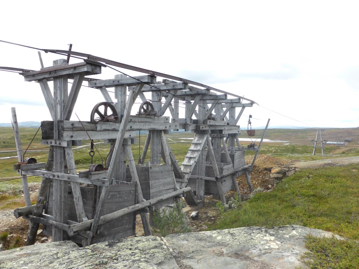 Taubanen på Storwartz ble satt opp i 1947. Opprinnelig sto den ved Muggruva, men ble flytta til Storwartz-området. Banen har 14 bukker bygd av tre, og en strammebukk for stramming av kablene ved belastning. Banen er innrettet med et 2-tausystem med faste bæreliner i begge retninger og ei dragline som går rundt et draghjul i hver av taubanens endestasjoner. Banen ble drevet av en elektrisk motor som ytet ca. 22 hestekrefter. Motor og linetrekk er montert på endestasjonen på Storwartz. Motoren ga banen konstant hastighet på ca. 10 km/t.