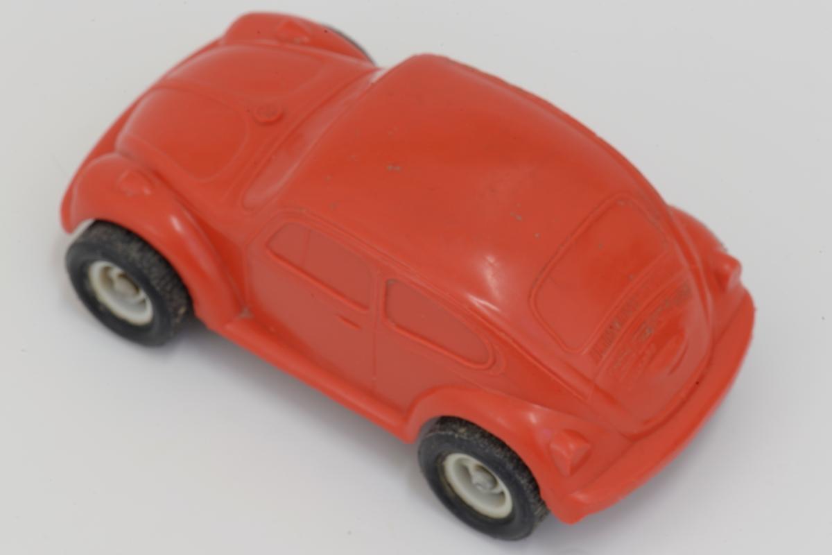 VW-boble (Folkevogn) i rød plast (PVC) Sort/hvite hjul m/metallnav