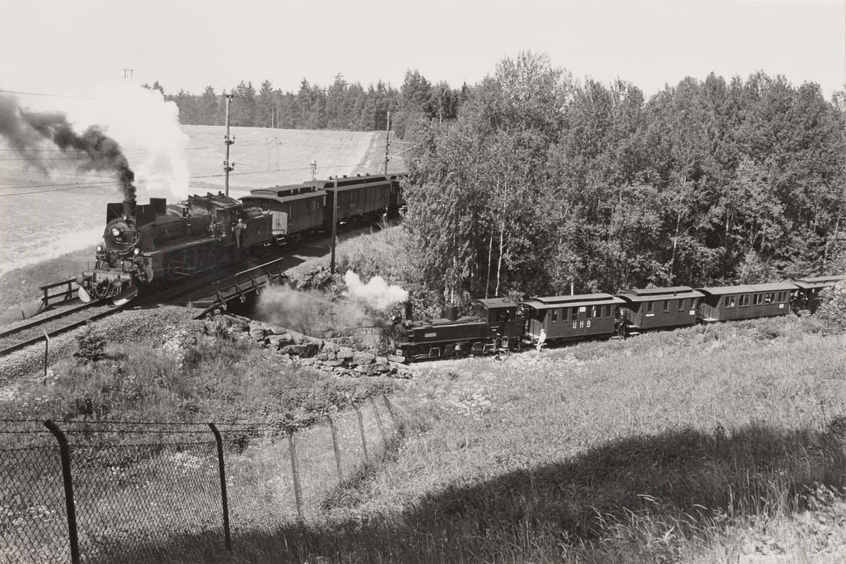Damplokomotiv type 26c nr. 411 med veterantog på Kongsvingerbanen og Urskog-Hølandsbanens damplokomotiv nr. 8 BINGSFOS på Sørumsand