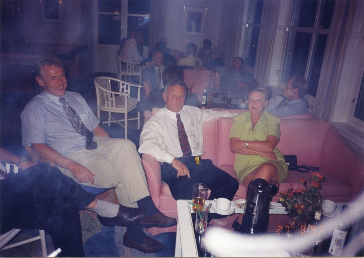 Album med 22 bilder fra fra en feiring i UP ombord i en båt og på Åsgårdsstrand hotell i 1997.