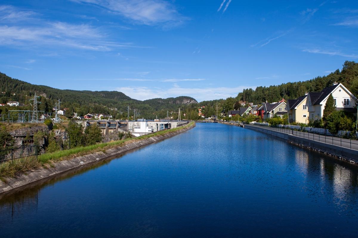 Holtakanalen vart bygd i samband med Tinfos II i 1912 for å utnytte ei større fallhøgd.