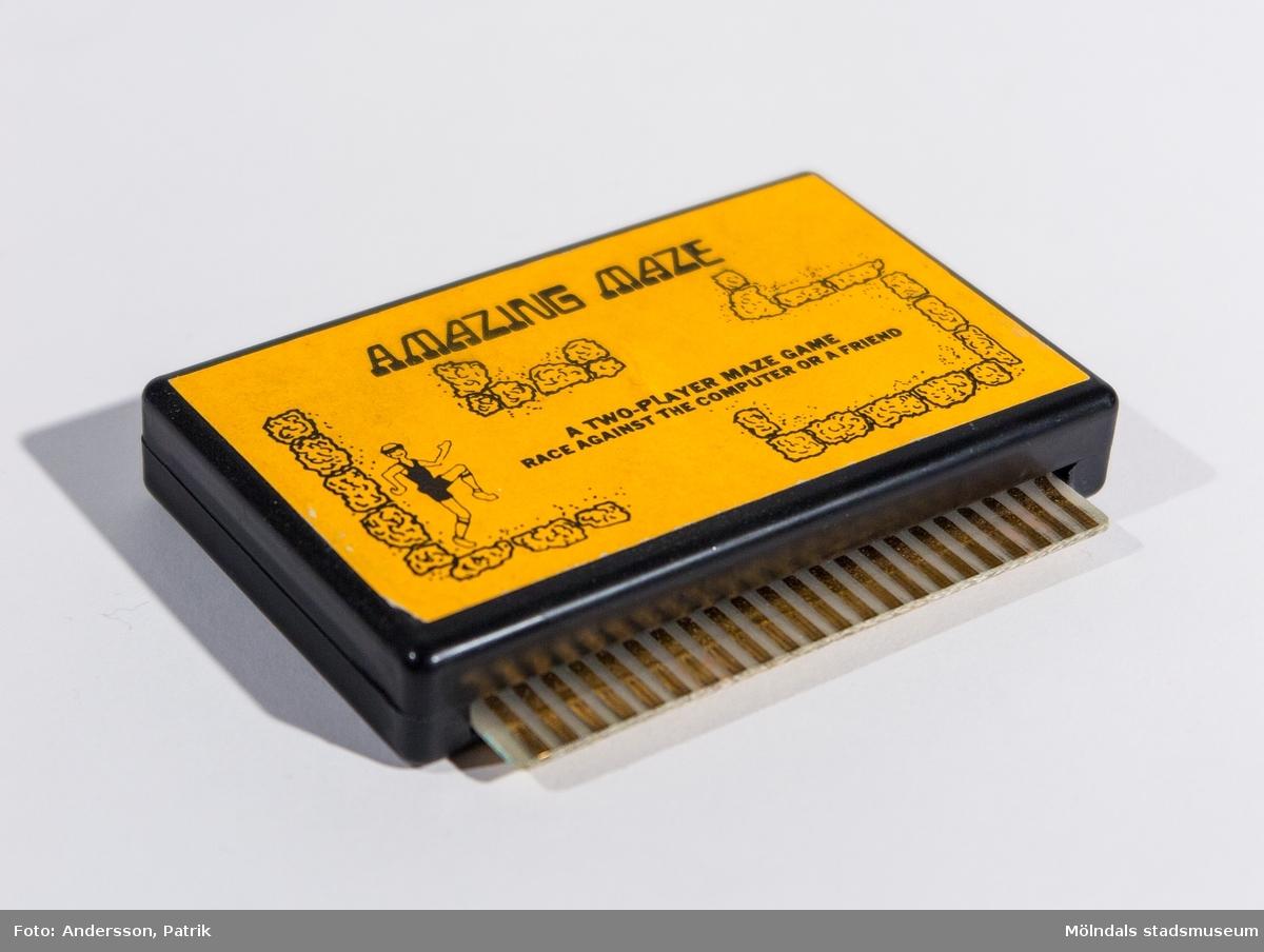 Kassetter (Cartridges) till Commodore VIC-20 med dataspel. Spelen går även att använda till Commodore 64.  Amazing maze är ett labyrintspel för två spelare eller en spelare mot datorn.   VIC-20 var Commodores första riktiga hemdator. VIC-20 började säljas i Sverige 1981.