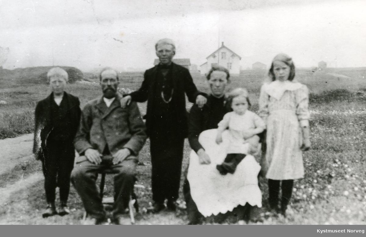 Fra venstre: Harald Sandvik, Edvard Benjaminsen, Einar Sandvik, Otelie Sandvik og Johanna Sandvik Åsheim
