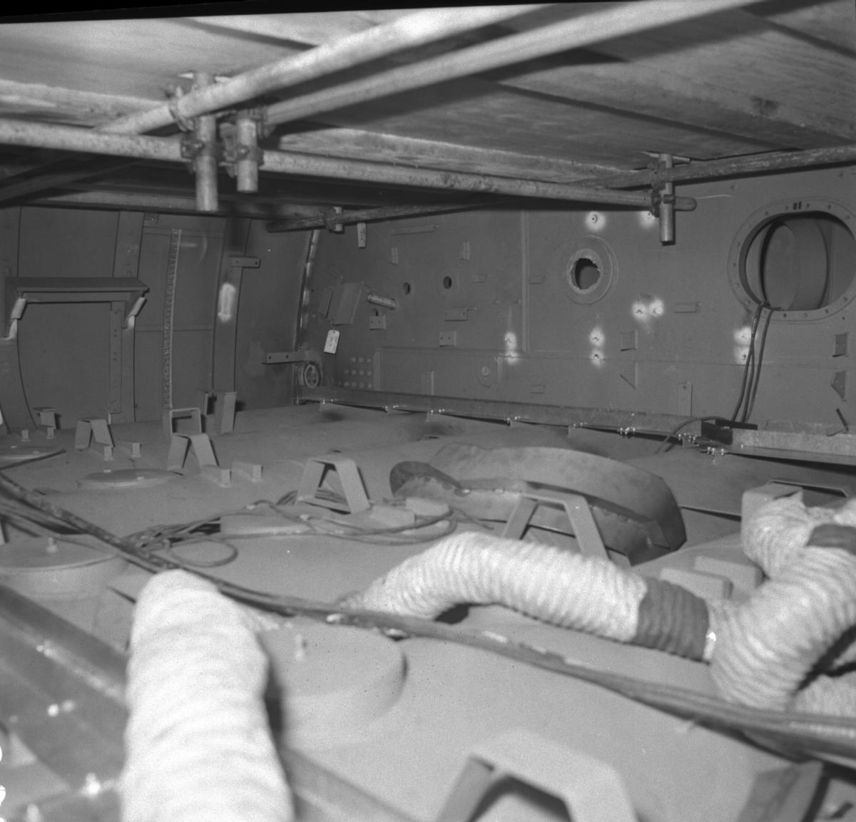 :: Ubåtssektioner till ubåt typ Västergötland\\\\anm neg ingår i en serie om 43 st varav 5 st scannats, detta är neg nr V 98929 /gp