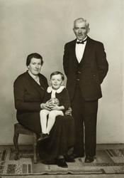 Familie gruppe 3.  Anna Kinn-Berntsen med sønnen Ole Martin