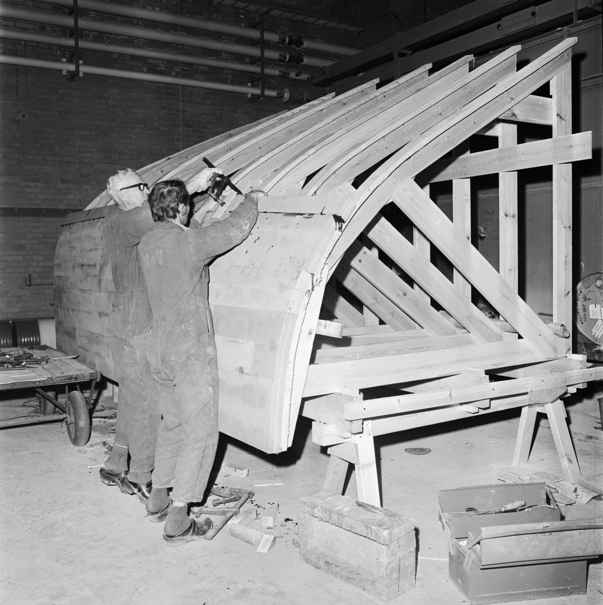 Övrigt: Foto datum: 13/12 1971 Verkstäder och personal. Tillverkningsprov typ minsvep