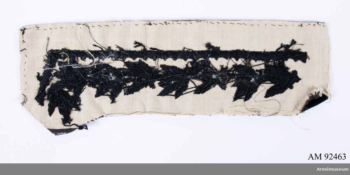 Svart kläde med svart sidenbroderi föreställande lövverk.