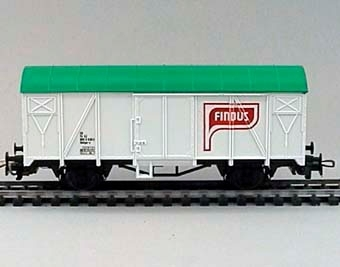 Modell i skala 1:87 av kylvagn Nr:805 8 635-2. Vagnen är vit med grönt tak. FINDUS i vitt inom rött fält på långsidorna. Lilliput nr 235 83.  Modell/Fabrikat/typ: Ho