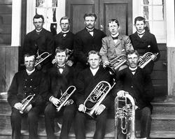 Råde hornmusikk ant. 189-tallet. Første  rekke fra venstre: