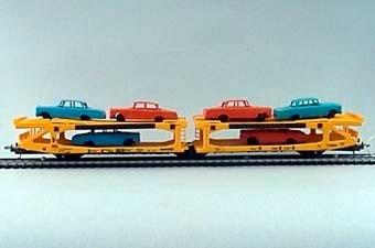 Gulmålad biltransportvagn av plast i skala 1:87, lastad med 6 bilar. Skandiatransport.  Modell/Fabrikat/typ: Ho