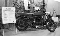 Regementets Dag. Materielutställning i rikthallen. Motorcykl
