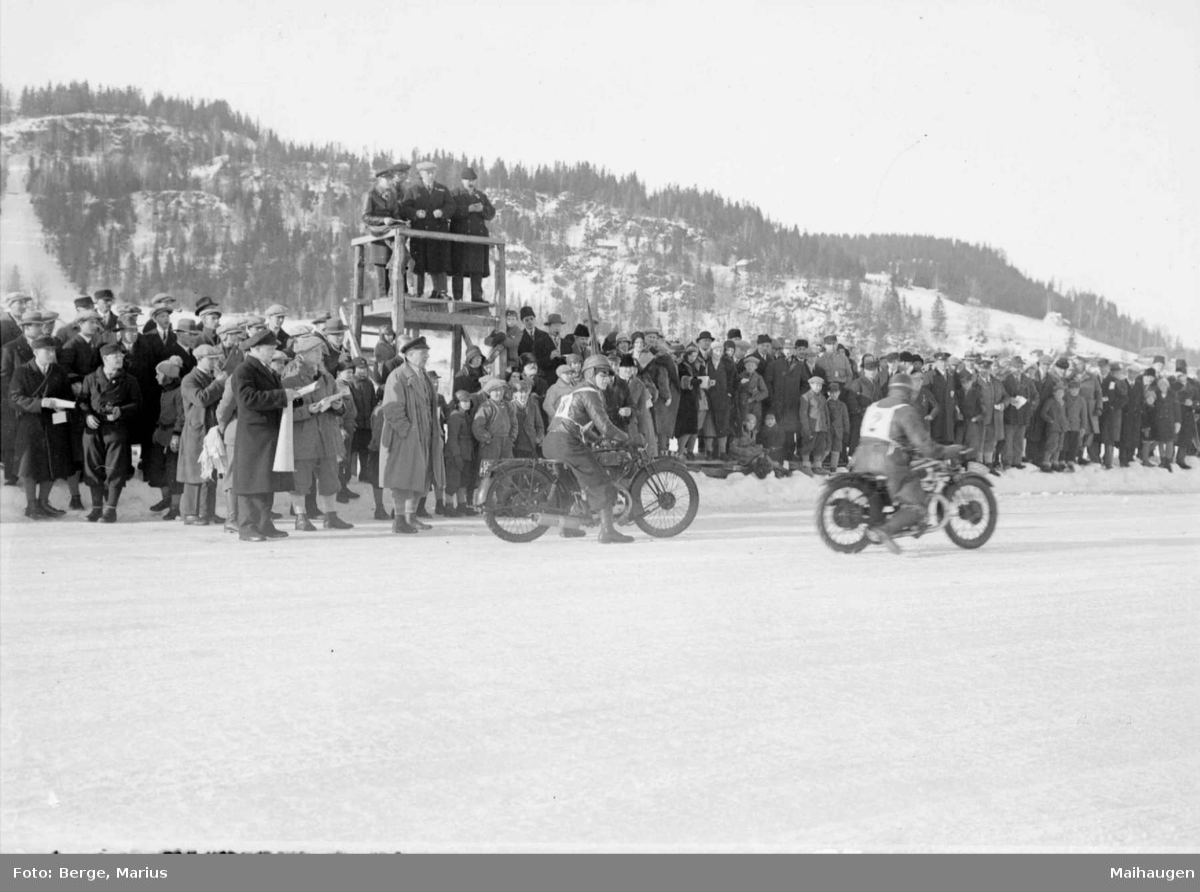 Mjøsløpet 1931. Motorsykkelløp. Mennesker.