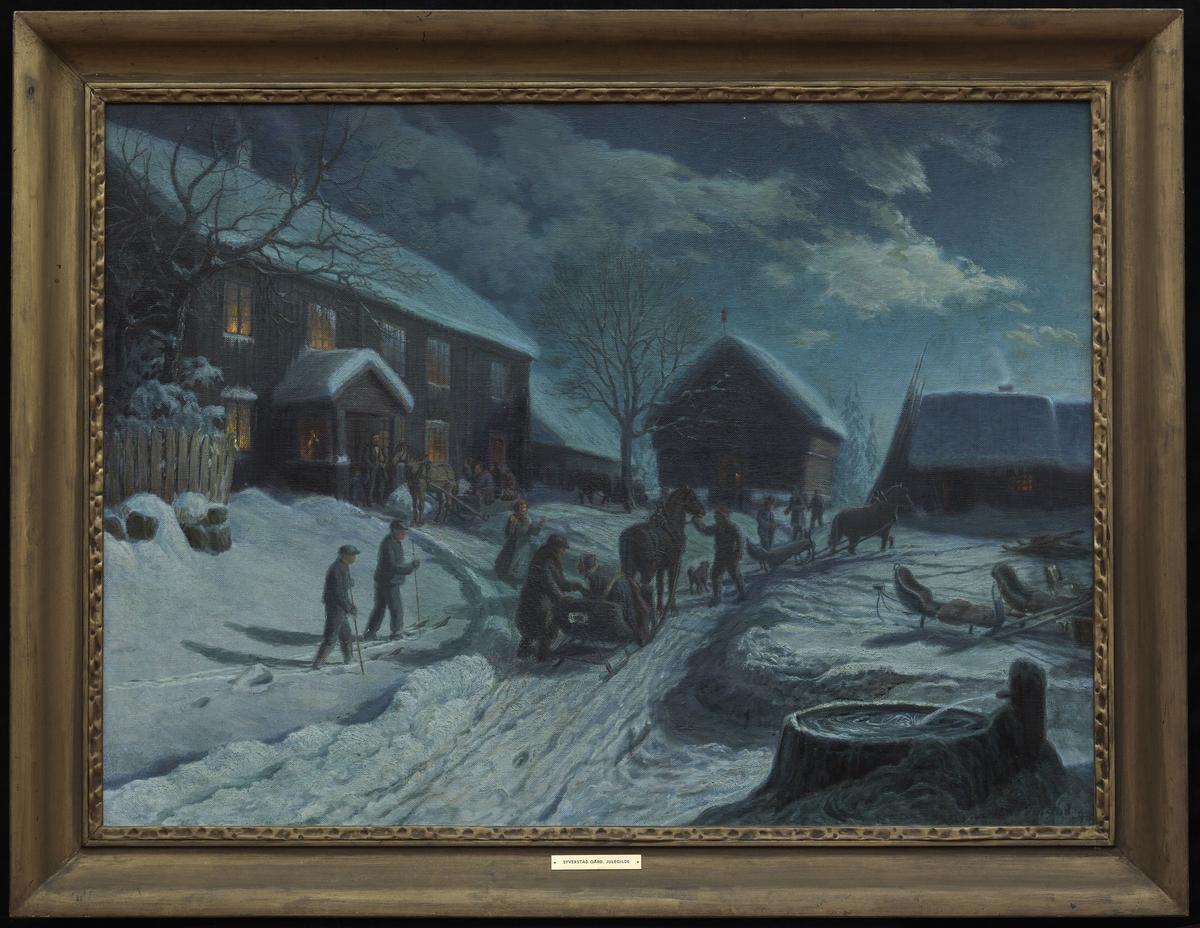 Aften, sne, gårdstun m. 2-etg. opplyst hovedbygning tilv., bur og uthus i bakgrunnen, hester, sleder, folk.