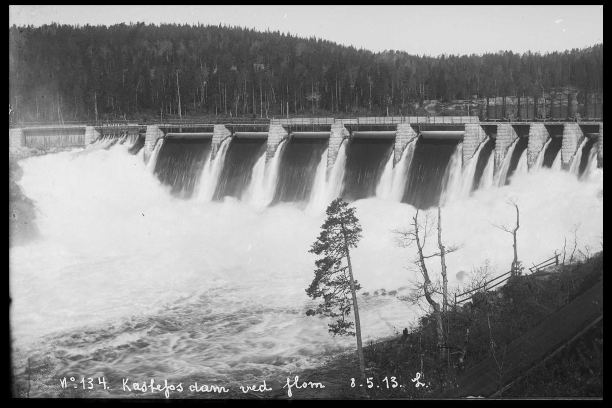 Arendal Fossekompani i begynnelsen av 1900-tallet CD merket 0565, Bilde: 3 Sted: Haugsjå Beskrivelse: Nedenfor dammen ved flom