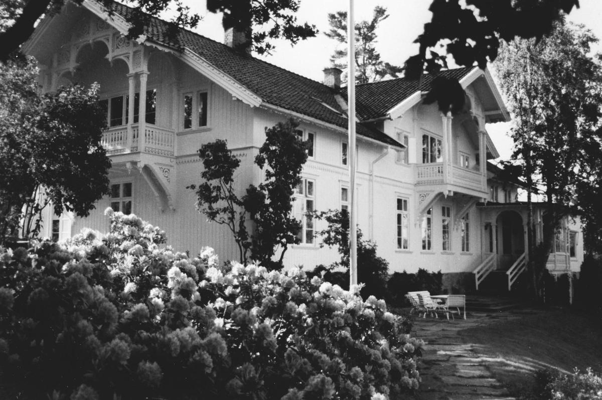 Hovedhuset med utsikt over Årungen.