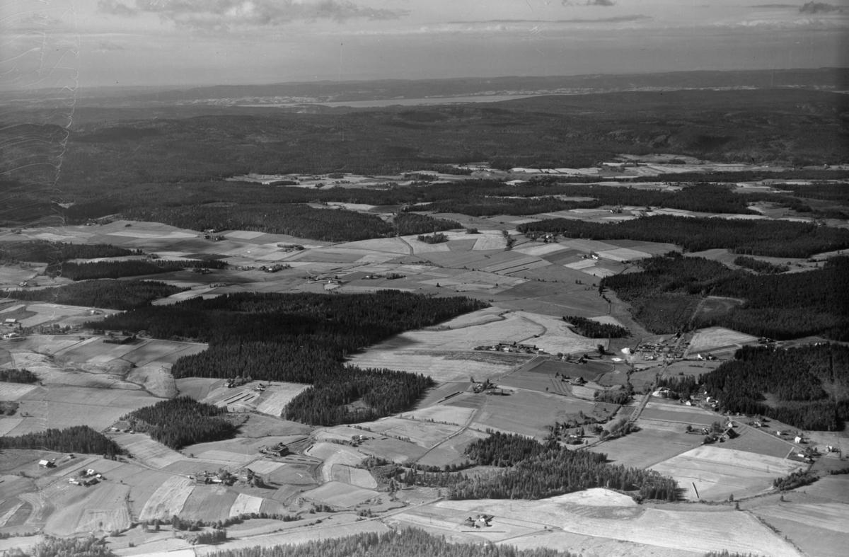 AURSKOG-HØLAND FINSTADBRUOMRÅDET MED ØYEREN I HORISONTEN LANDSKAP