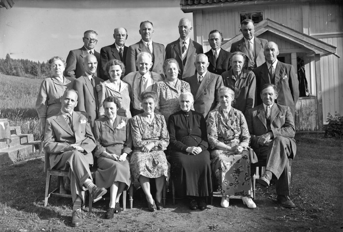 Slektsstevne i Opstuen Ørbekk sommeren 1955.