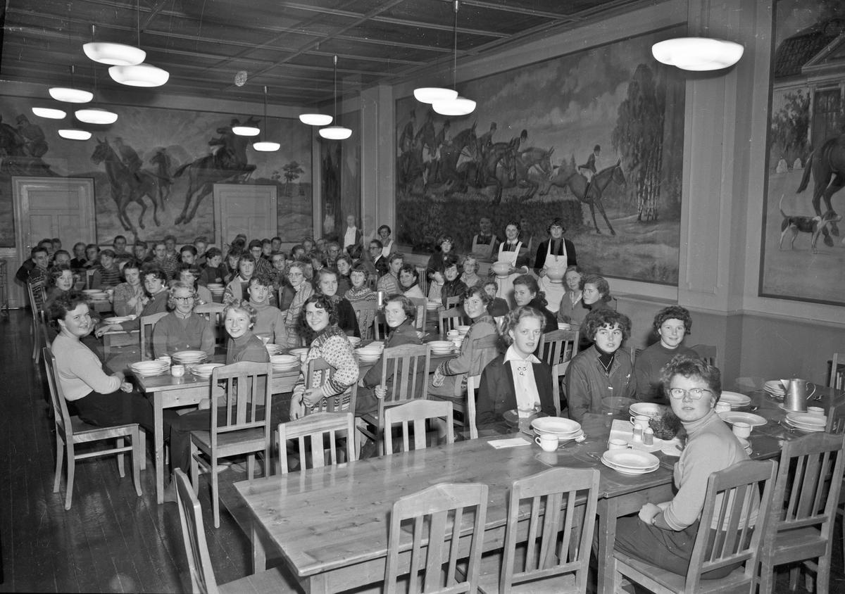 Bjerkely Ungdomsskole. Spisesal med veggmalerier.