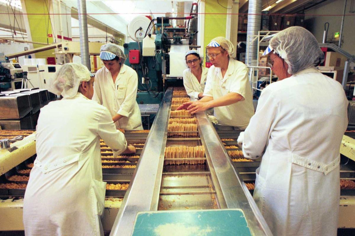 Cream Cracker, kjeks, kvinner, arbeidere, arbeidstøy, arbeidsmiljø, fabrikkmiljø. Pakkelag ved A-linja